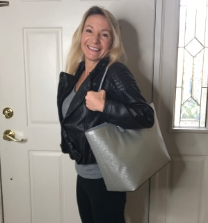 travel eliz silver bag